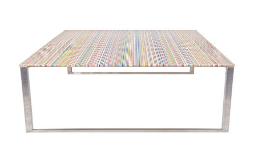 Empresa holandesa cria mesas feitas de skates quebrados