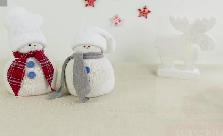 Faça o seu boneco de neve de meia e enfeite sua casa no natal
