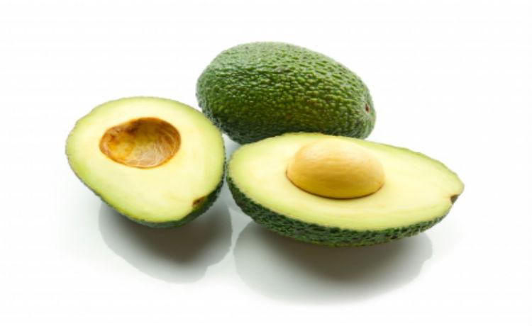 A extração do óleo de abacate é feito a partir da centrifugação do fruto maduro