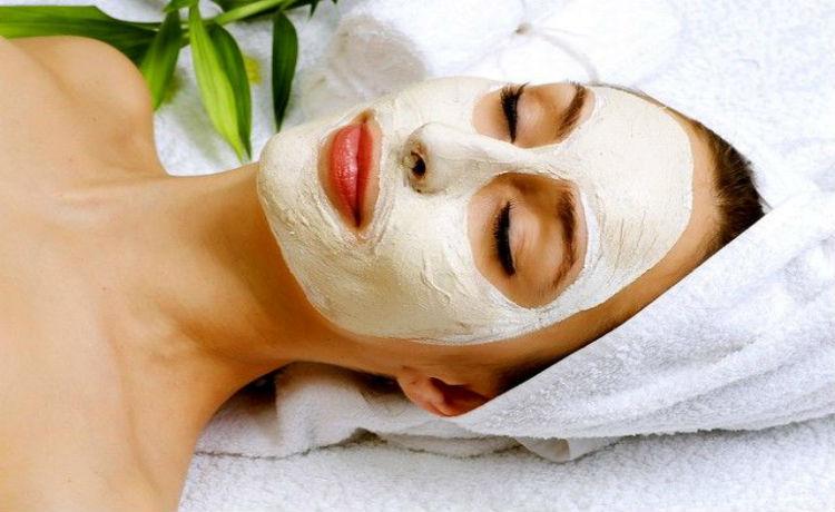 Uma argila extremamente suave, a argila branca é ideal para máscara e serve para purificar e tonificar a pele